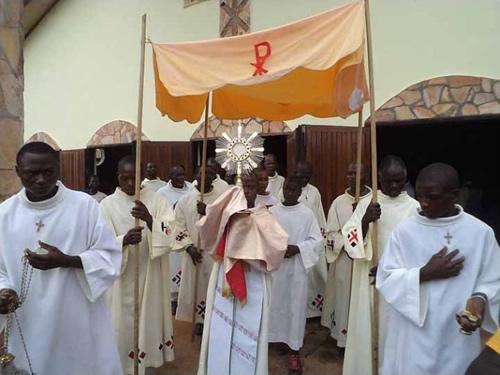 Kamerun: Boże Ciało w Atok